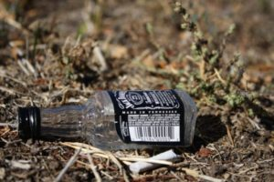 jack_daniels_bottle_on_ground-600x400